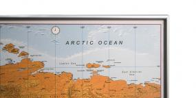 Opslagstavle med ramme sølvfarvet plakat kort land kort verdenskort